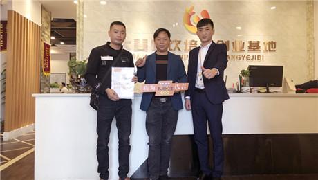 """恭喜新化刘总加盟""""小屉鲜""""旗舰店!新化早餐店加盟就找小屉鲜"""
